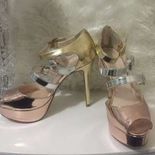Sz 8 | Tri-Gold Heels by Betts