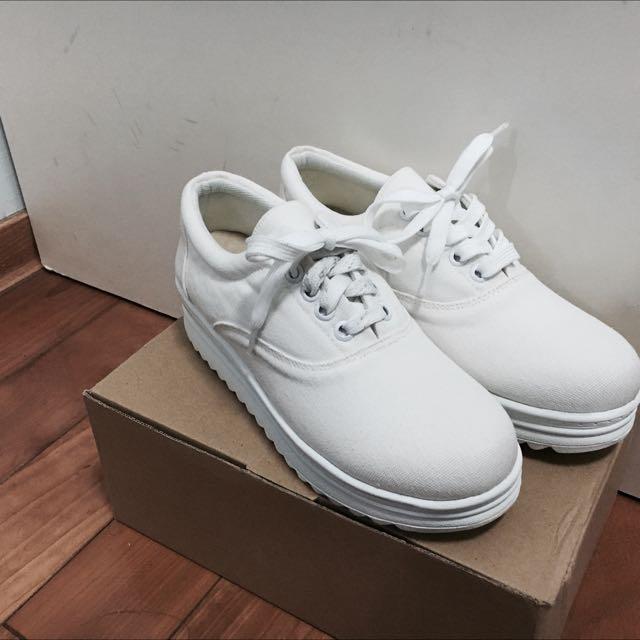 全白增高鞋