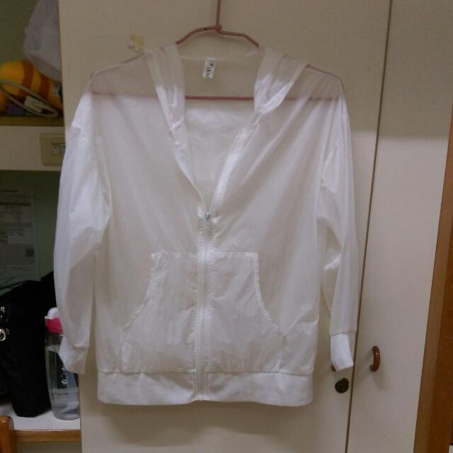 白色防曬外套