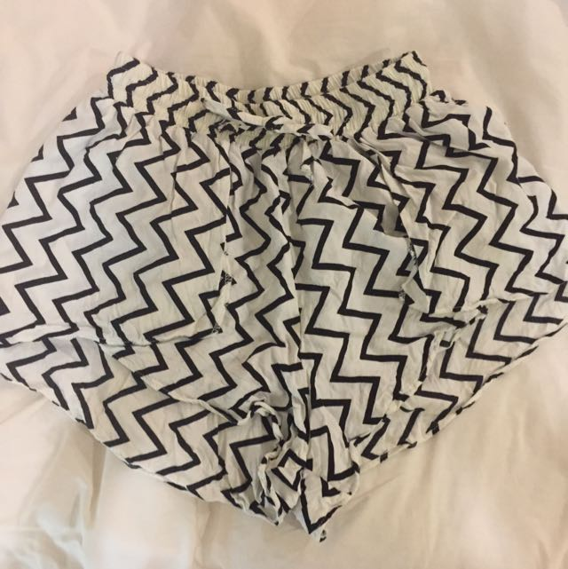 Beginning Boutique Black & Cream Chevron Shorts