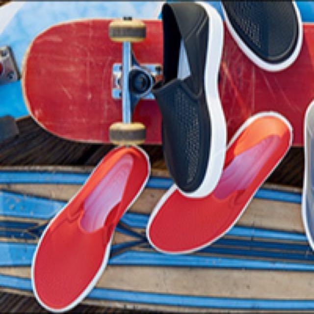 CROCS卡駱馳 都會街頭洛卡便鞋 時尚休閒鞋(正品 紅色)懶人鞋洞洞鞋