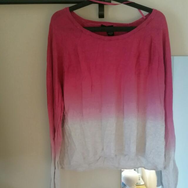 DKNY JEANS PINK AND WHITE FADE SWEATER SIZE L