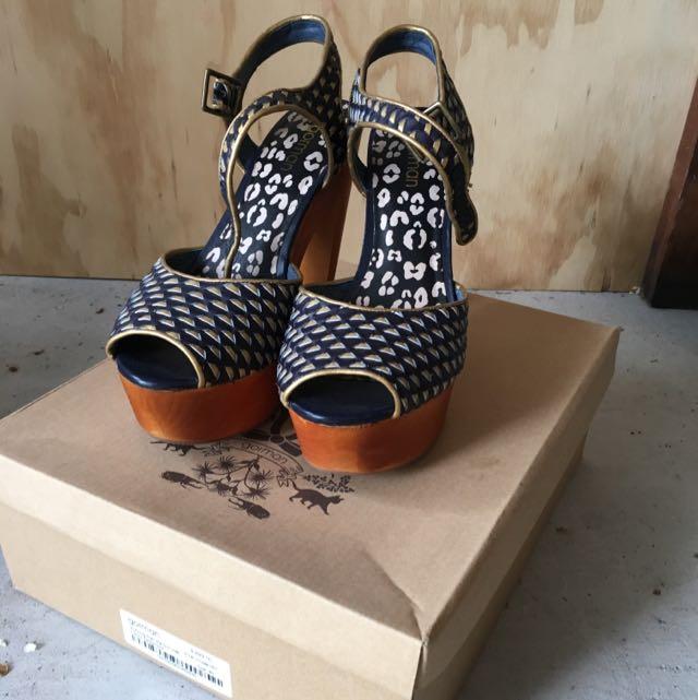 Gorman Navy/Gold Shoes Size 40 - Bargain Price!