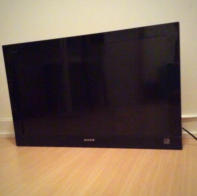 "HDTV - SONY 32"" LCD"