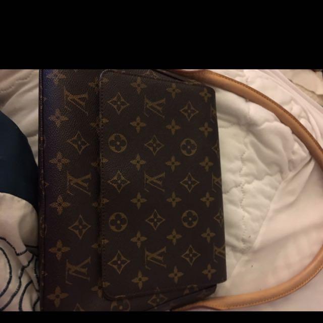 Louis Vuitton AAA Replica