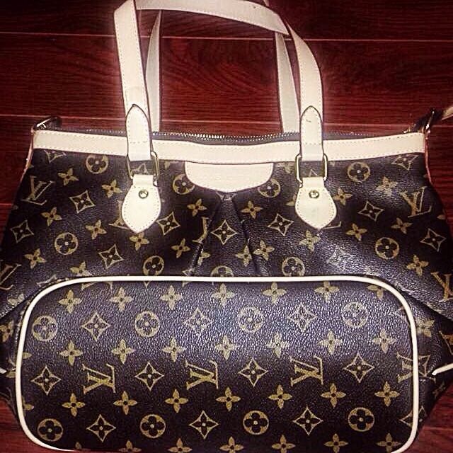 🎈Louis Vuitton Purse With Shoulder Strap And Protective Cover