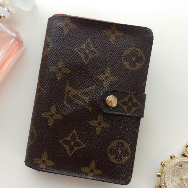 Louise VUITTON French Kisslock Monogram Wallet Coin Purse ปี 2000 Datecode CA0010