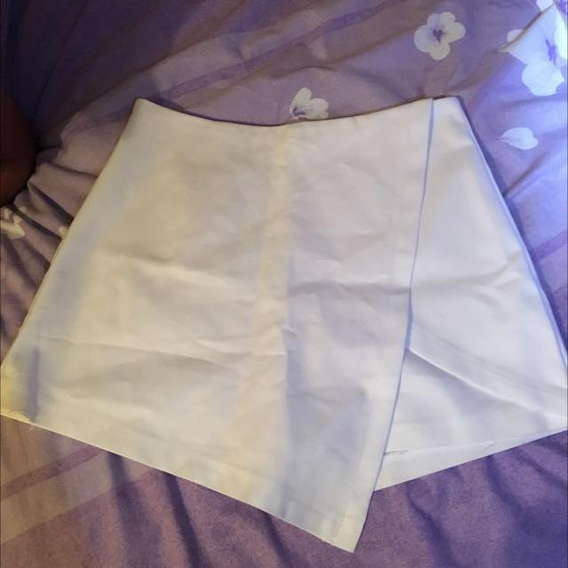 Mooloola White Shorts