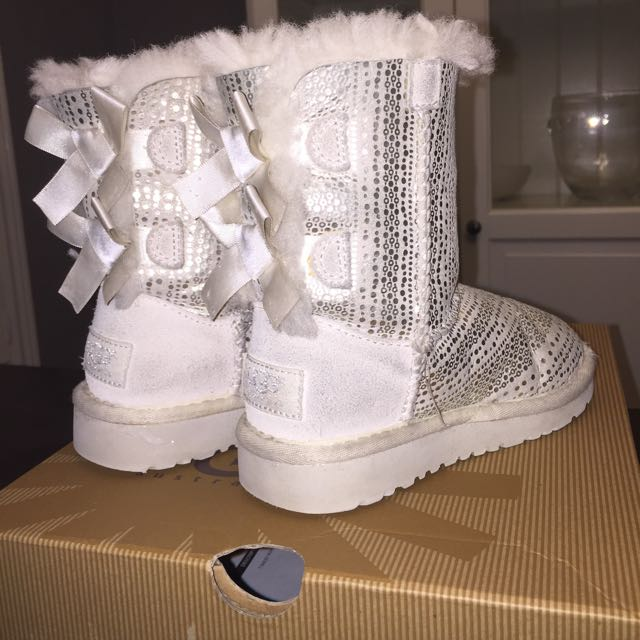 UGG's Holiday Bailey Bow. Toddler Sz 9. White