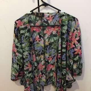 Flowery Vintage Look Drape size L
