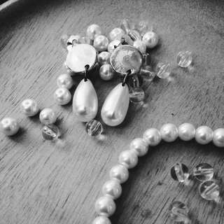 Tear-drop Pearl Clip-ons Earrings