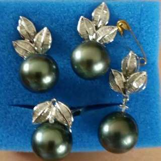 Black Southsea Pearl set with Leaf diamond Baguettes in 14k whitegold