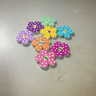 [Instock] Wooden Polka Dotted Flower Buttons