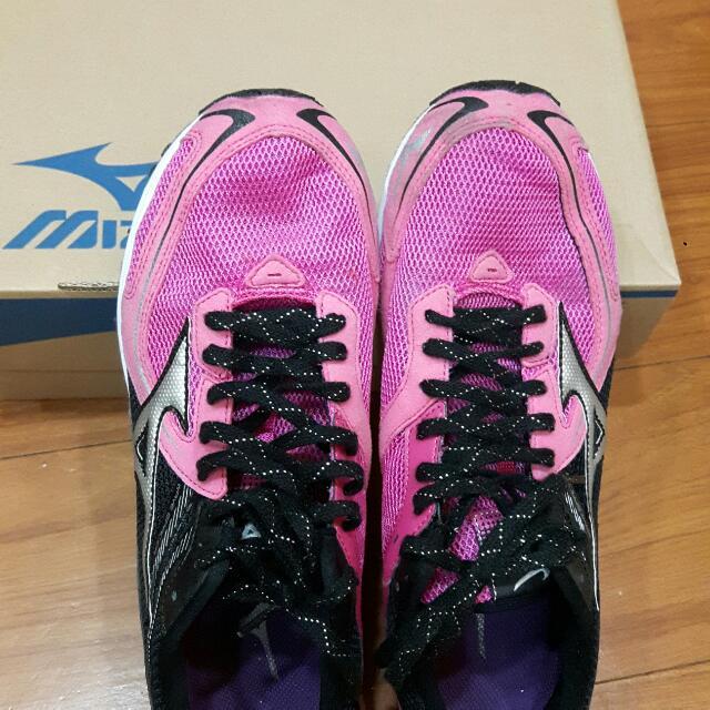 保存好 仍有使用過 鞋底沒磨損,美金濃 馬拉松鞋