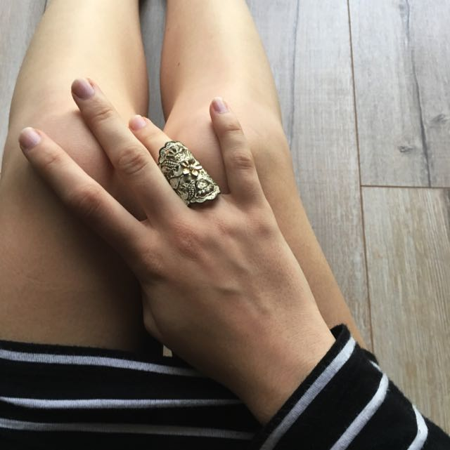 RING- SMALL GOLD & WHITE