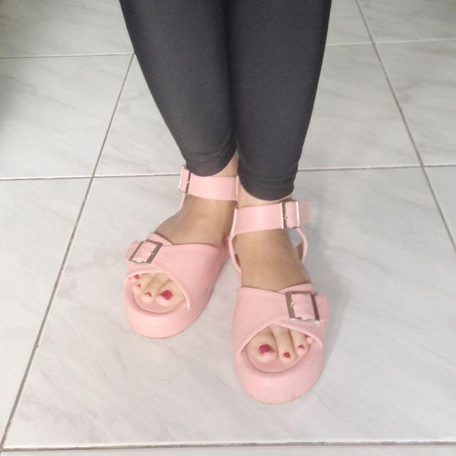 Sepatu Sandal Pink