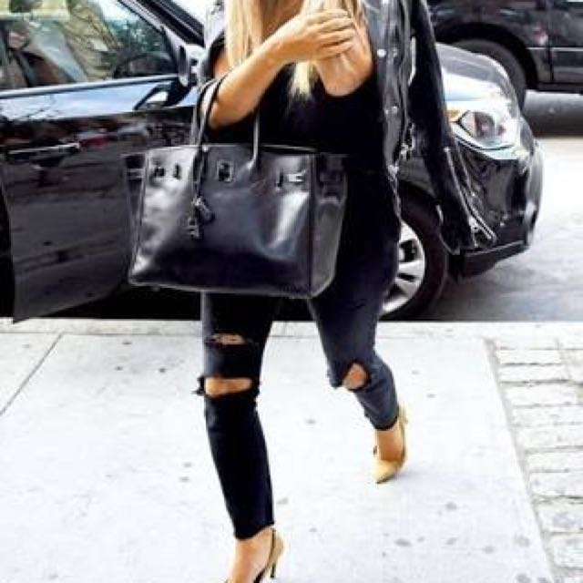 WANT TO BUY : Black Jeans