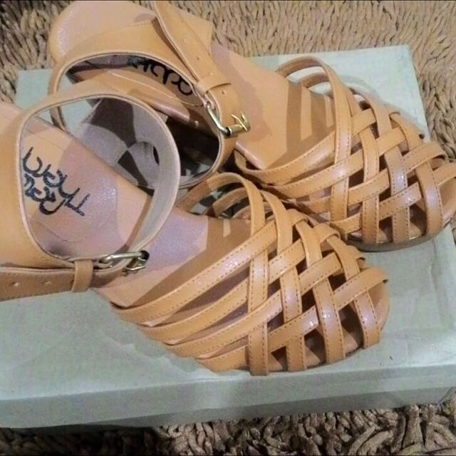 Wedges Retail Therapy