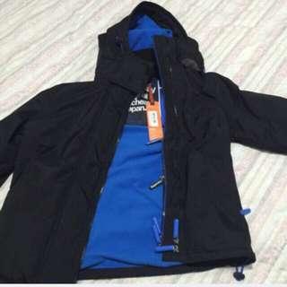 美國帶回,只有ㄧ件 專櫃7-8千,現貨4500SUPERDRY 極度乾燥 SUPER DRY 男 當季最新現貨 風衣外套S號