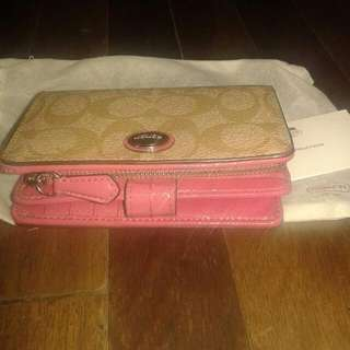 2nd hand authentic coach wallet For Only 2,000pesos