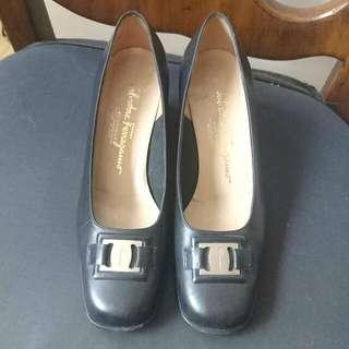 §媽咪的鞋櫃§ 正品 SalvatoreFerragamo黑色低跟真皮方頭鞋