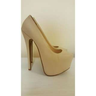 *REDUCED* Creme Marco Gianni Heels