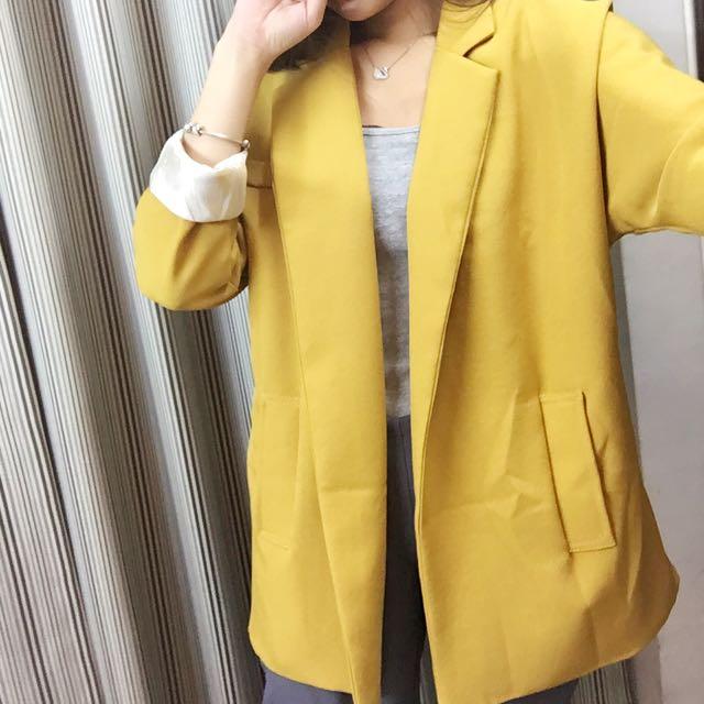 芥黃西裝外套