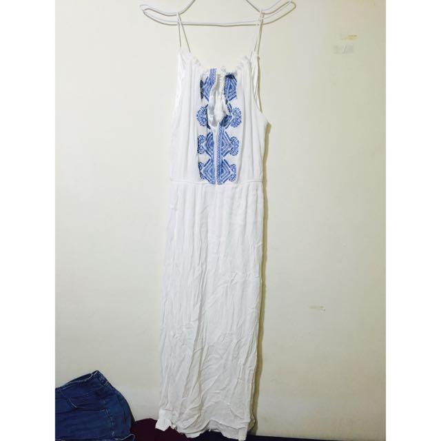 白色削肩長洋裝