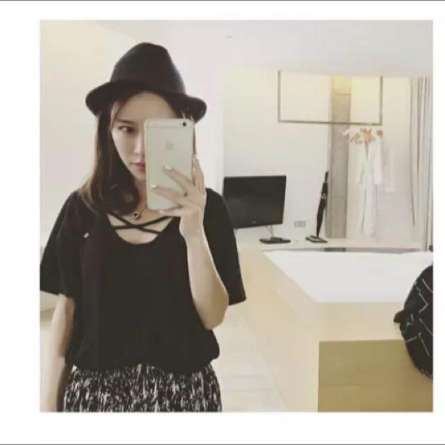 黑色 交叉V領女上衣 T恤