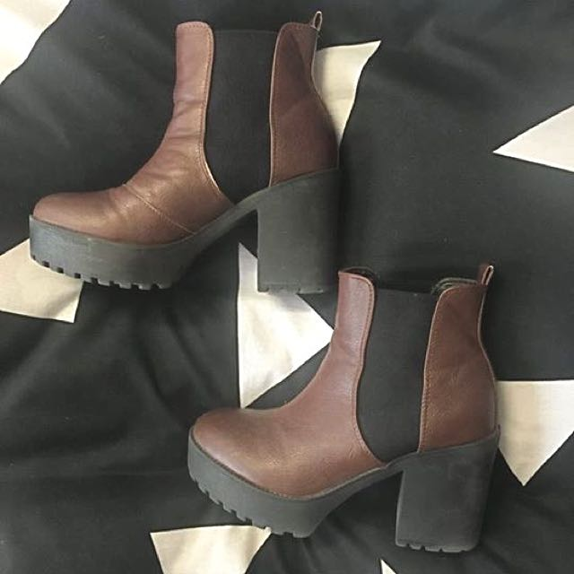 Chunky Gusset Boots