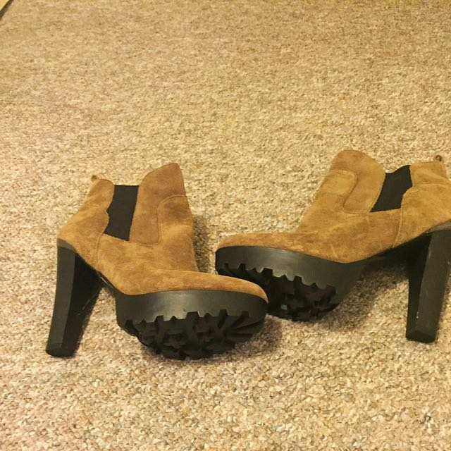 Guess Shoes, size 9