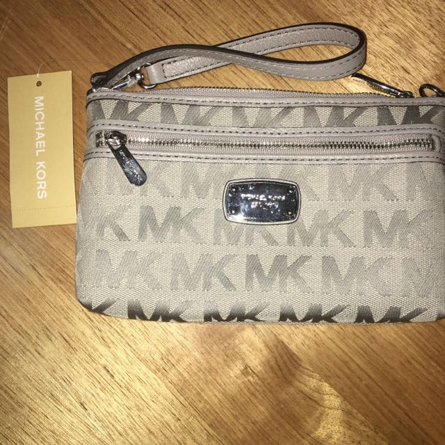Michael Kors Jet Set Large Wristlet In Light Grey