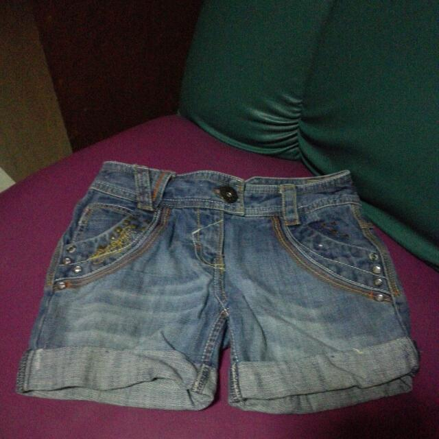My Daughter's Pre Loved Maong Shorts It Fits To 7 Years Old.. Still In Good Condition :-)