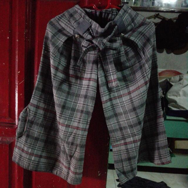Pre Loved Wide Legged Checkered Pants For 5-6years Old Little Girls