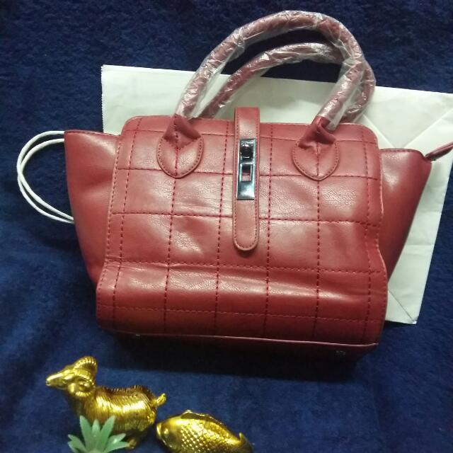 red handbag/crossbody