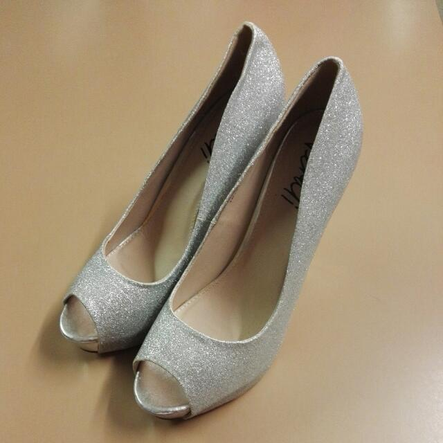 Size 10 Open Toe Sparkly Silver Shoes From Verali