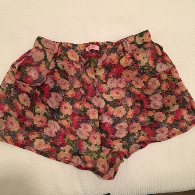 SUPRE floral Shorts