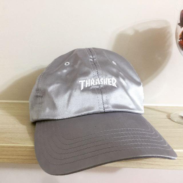 Thrasher 銀色緞面刺繡LOGO帽