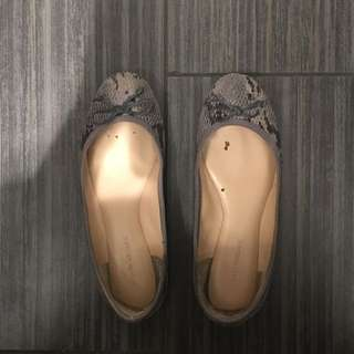 Banana Republic Size 7 Flats