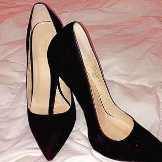 Classy, Black Suede Heels!