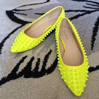 (正韓)螢光黃鉚釘尖頭鞋 38