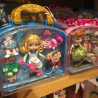 現貨🇺🇸美國Disney store 迪士尼 代購  愛麗絲 質感 盒裝 玩偶組