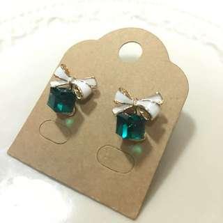 ✨全新✨白蝴蝶結綠鑽耳環