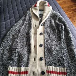 Sweater. Size M
