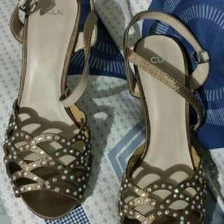 Authentic 2nd Hand CLN Sandals Size 6