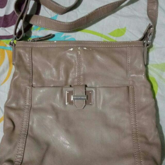2nd hand authentic United Colors Of Benetton Sling Bag