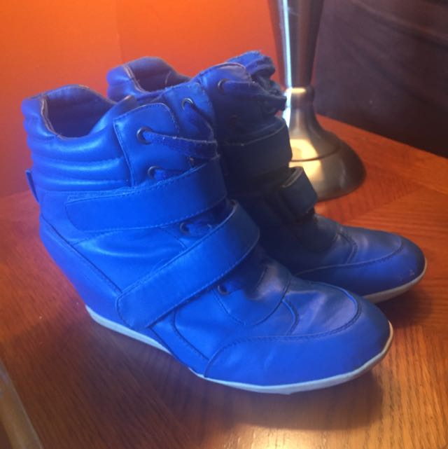 Blue leather wedge sneakers velcro strap