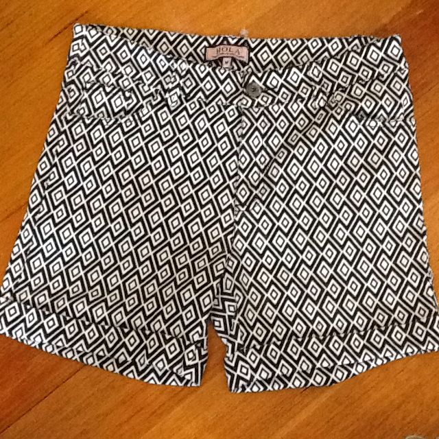 HOLA Ladies Stretch Black/white Diamond Shorts. New