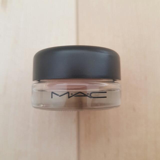MAC PRO LONGWEAR PAINT POT IN PAINTERLY ONLY SWATCHED ONCE
