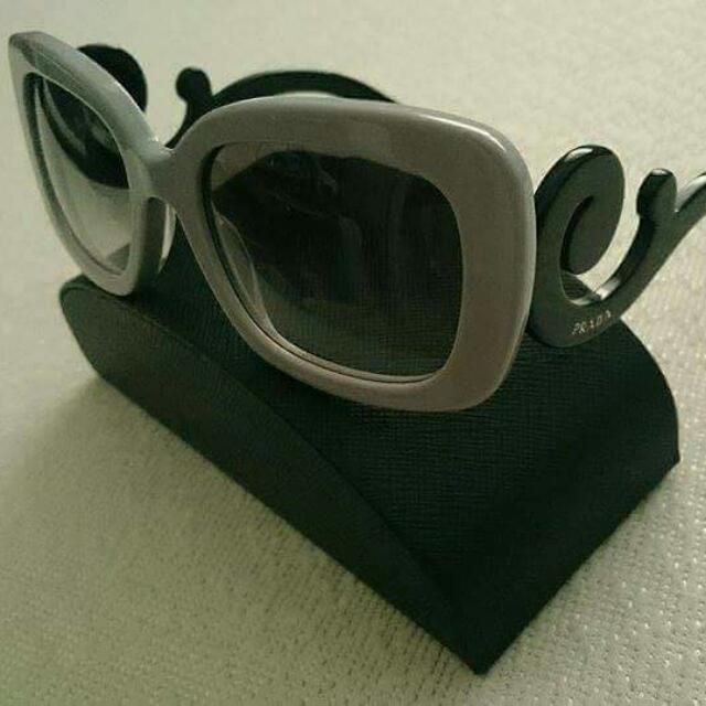 Prada Baroque Shades ( Authnentic)